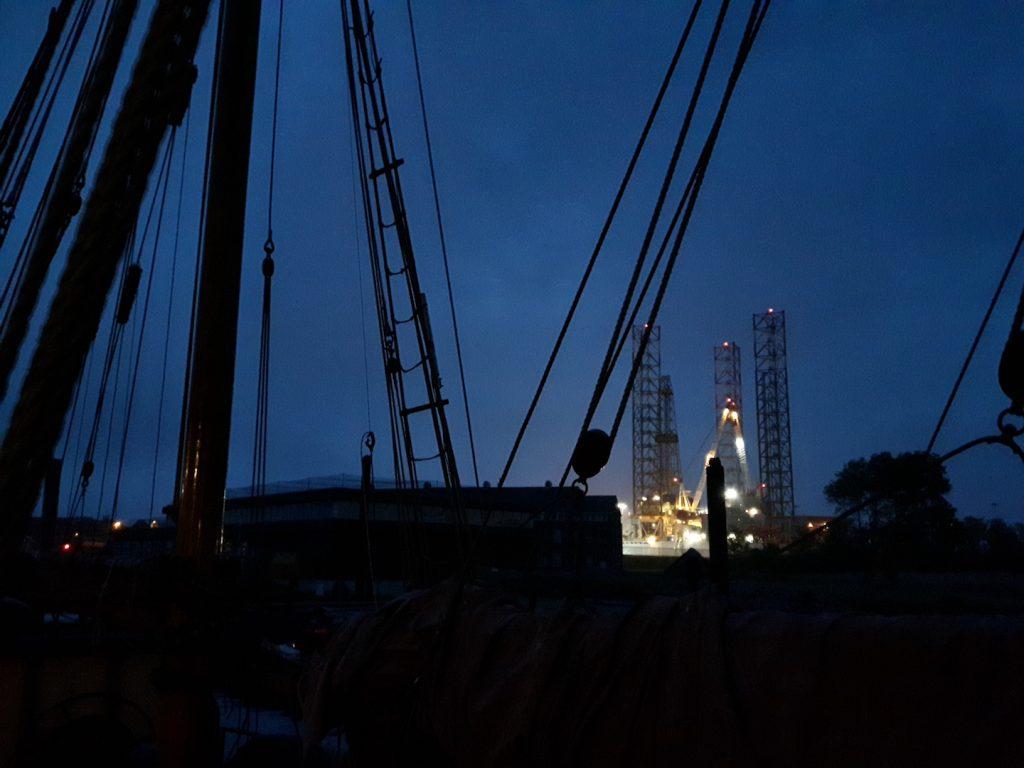 Drilling plattform on repair behind Nordlys' sails