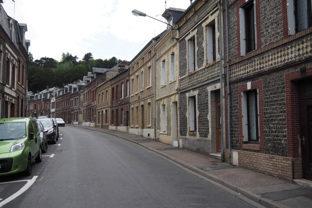 One of many Fécamp's narrow streets (ruelle) with stone buildings